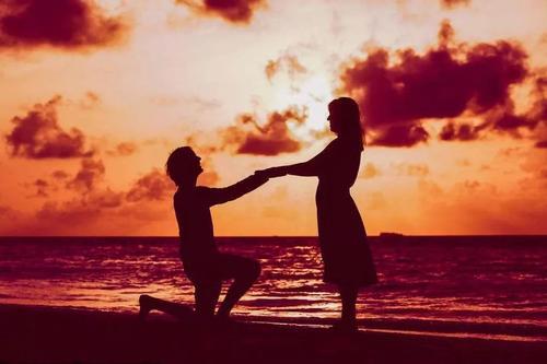 如何让男人主动向你求婚 让男生主动求婚的技巧