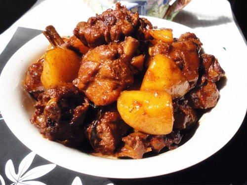土豆炖鸭肉怎么做好吃 土豆炖鸭肉热量高吗