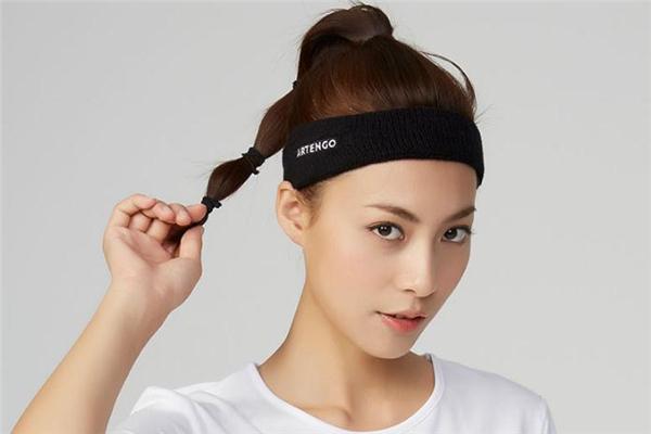 运动发带配什么发型好看 运动发带适合什么发型