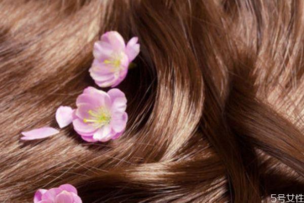 用风扇吹头发有问题吗 保养头发的方法