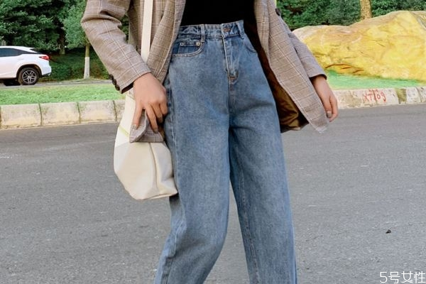 牛仔裤要买紧一点吗 牛仔裤是买紧点还是松点