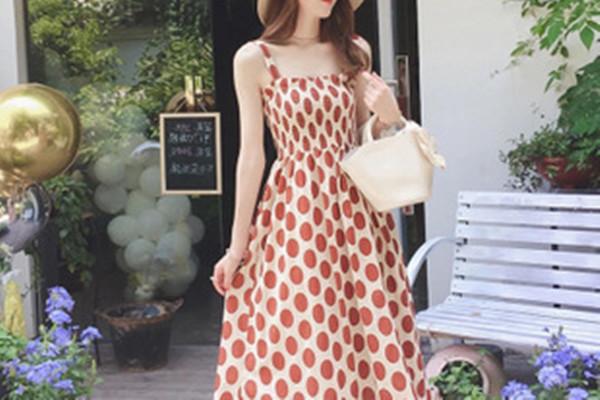 复古波点连衣裙的选择技巧 复古波点连衣裙怎么搭配