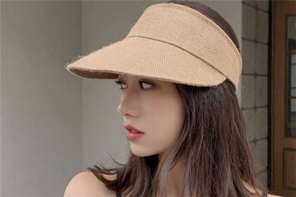 空顶帽配什么发型好看 空顶帽适合什么发型
