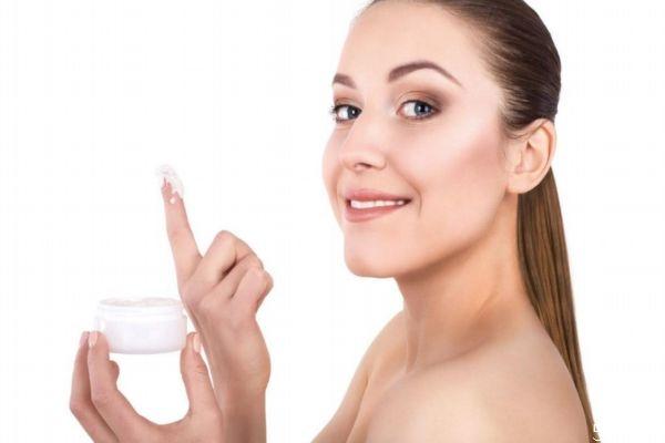 出油起皮属于什么皮肤 为什么皮肤干还出油有毛孔粗大