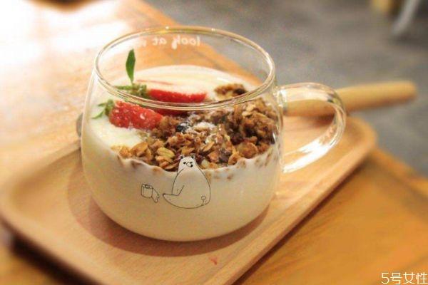 如何自制烤酸奶 烤酸奶的简单做法