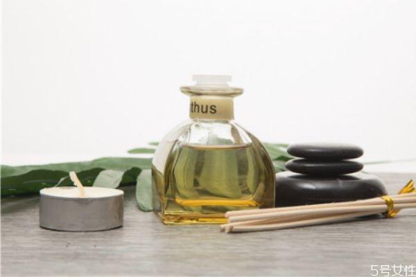 荷荷巴油可以当护发精油吗 荷荷巴油如何护发