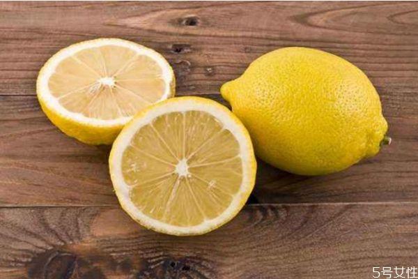 柠檬泡水有什么作用 喝柠檬泡水的好处