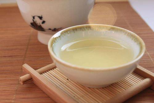夏天喝白牡丹茶的好处 女性喝白牡丹茶的好处