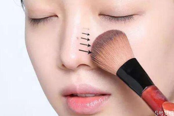 鼻子两边老卡粉怎么办 起皮卡粉浮粉解决方法