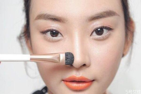 如何预防鼻子卡粉 如何解决鼻子卡粉