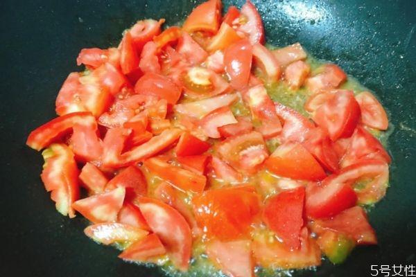 西红柿鸡蛋热量高吗 西红柿炒鸡蛋减肥可以吃吗