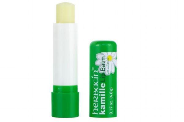 润唇膏可以来擦脸吗 润唇膏能增长睫毛吗
