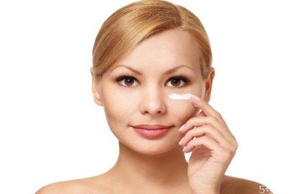 妆前乳和隔离霜哪个先用 妆前乳能隔离彩妆吗