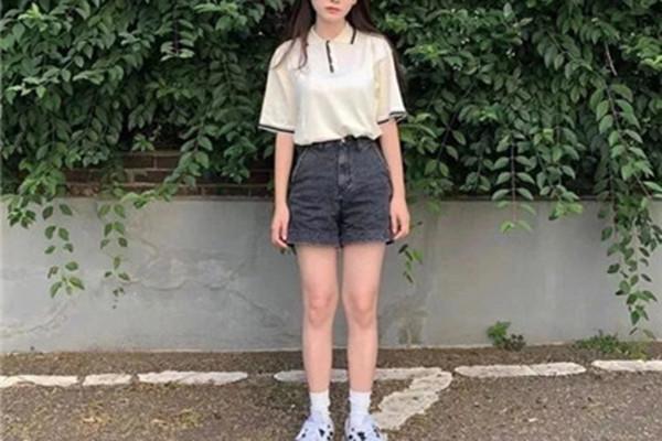 手臂胖的女生怎么穿好看 胖女生的穿衣原则