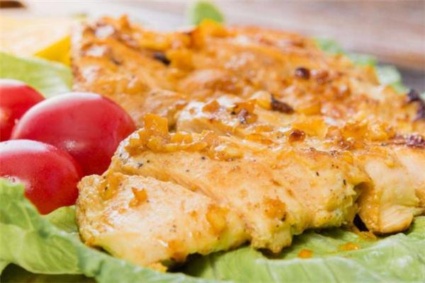 减脂每天吃多少克鸡胸肉 减脂鸡胸肉做法