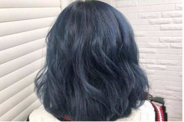 打蜡的蓝黑色褪色会变什么颜色 蓝黑色掉色过程