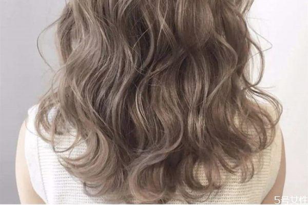 染发后一周可以烫发吗 烫染头发的注意事项