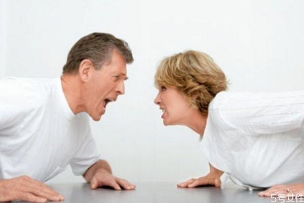 跟老公吵架他摔东西怎么办 应对老公吵架摔东西小妙招