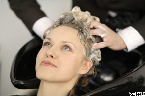 染发后怎么洗头 染发后可以天天洗头吗