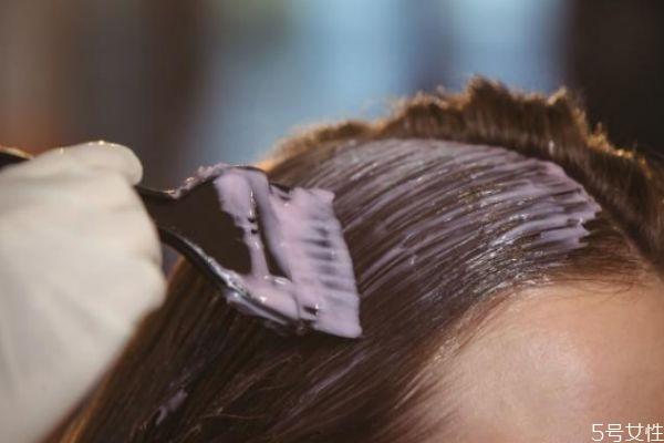 染发后头发用什么发膜 染发后头发干枯焗油有用吗