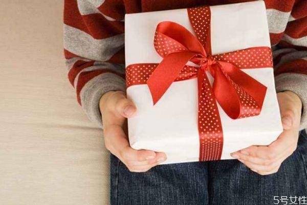 女朋友生气可以送什礼物 什么礼物适合给生气的女朋友