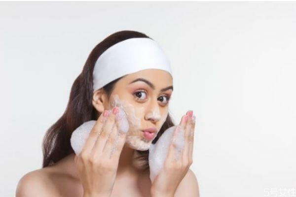 洗脸后脸上起皮怎么办 洗脸后起皮的解决方法
