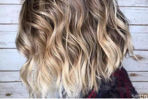 漂染的头发多久掉色 漂染的头发多久补色