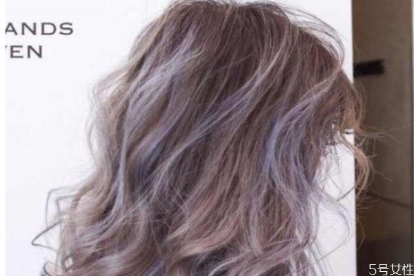 漂头发会伤头发吗 漂色后染深色会掉色吗