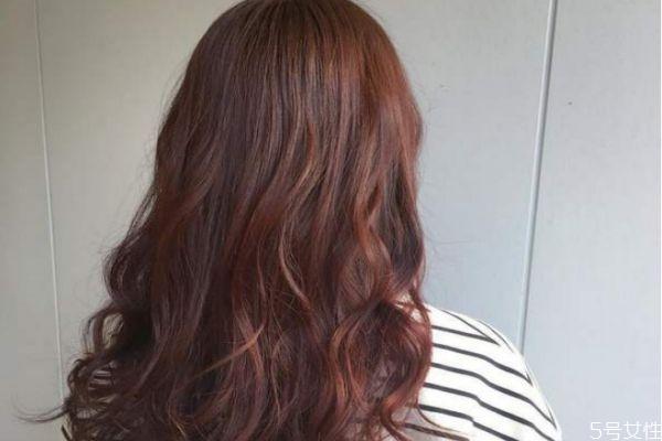 棕红色头发掉色后是什么颜色 红色头发掉色掉多久