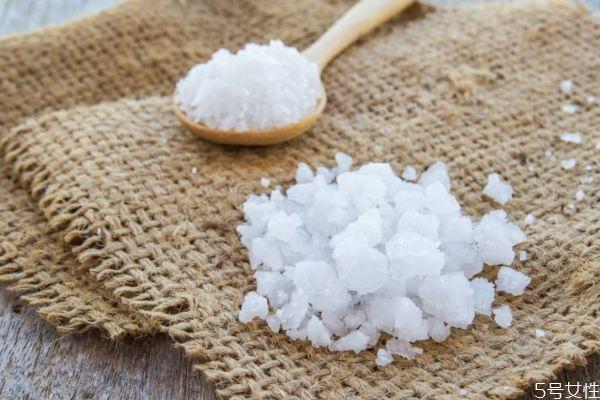 海盐和食用盐的区别有什么 海盐和食用盐的不同有哪些