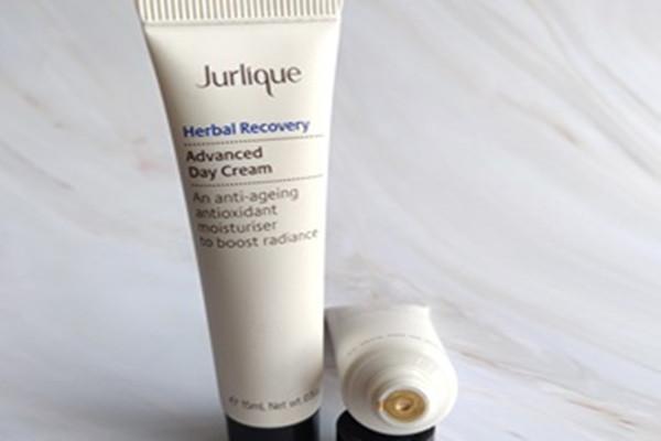 茱莉蔻柔润保湿面霜的功效 茱莉蔻柔润保湿面霜适合的肤质