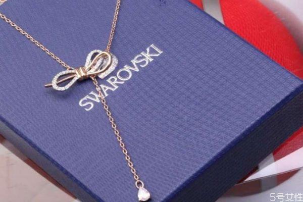 施华洛世奇项链掉色的原因 为什么施华洛世奇项链会掉色
