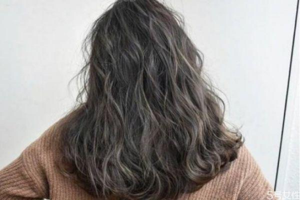 头发不顺又毛燥怎么办 头发特别干燥怎么护理