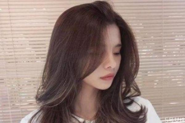 头发细少软适合什么发型 什么头发适合锡纸烫