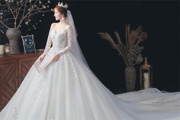 婚纱配什么发型好看 穿婚纱适合什么发型
