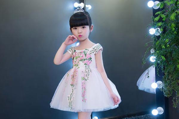 儿童公主裙配什么鞋 儿童公主裙怎么搭配
