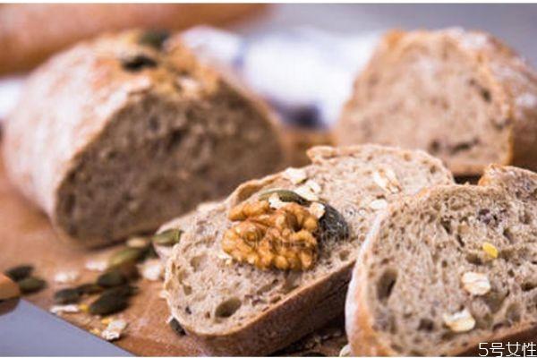 黑麦面包和全麦面包哪个好 全麦面包和黑麦面包的区别