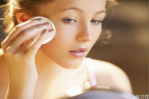 化妆脸部提亮用什么 提亮肤色的方法
