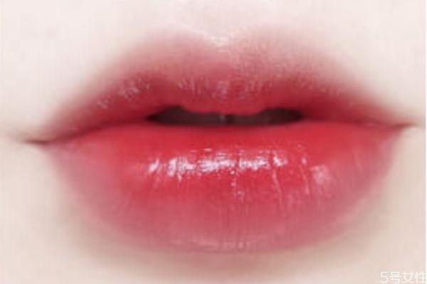 唇蜜和唇釉有什么区别 唇蜜要怎么用
