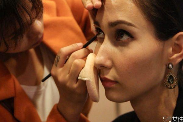 快速补妆的步骤有什么 什么是快速补妆的步骤