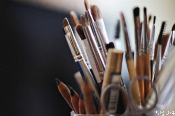 化妆刷能用太阳晒吗 化妆刷清洗之后怎么处理