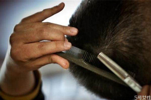 普通剪刀怎么打薄头发 打薄剪刀和普通剪刀的区别