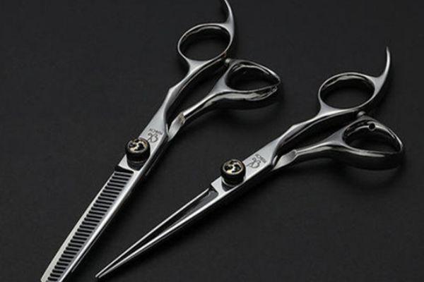 头发打薄从发根打还是发梢打 头发打薄从哪个位置开始打