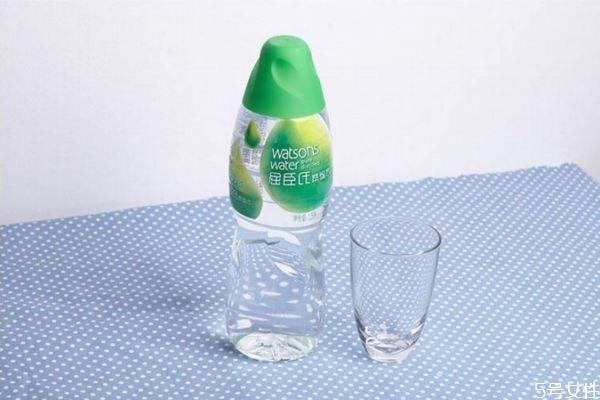 蒸馏水对皮肤有什么作用 蒸馏水对皮肤的作用
