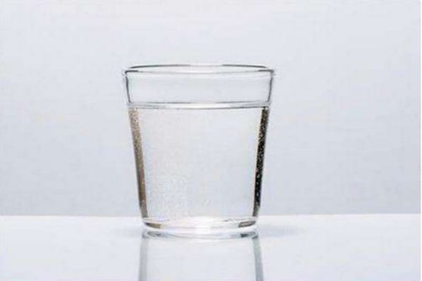 蒸馏水敷脸有哪些功效和作用 蒸馏水和矿泉水的区别