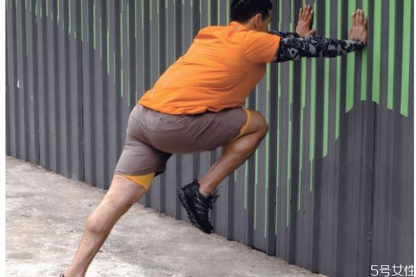 日本人为啥都是罗圈腿 日本人的腿为什么是弯的