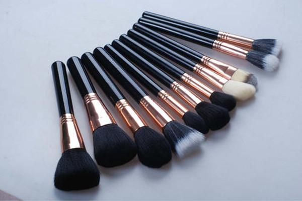 化妆的刷子和粉扑的区别 化妆刷子和粉扑有什么不同