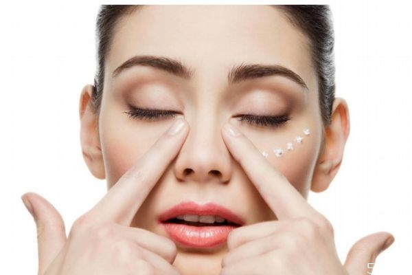如何减少脸上皱纹 减少脸上皱纹的方法