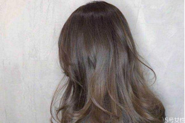 头发补色是重新染色吗 头发补色好还是重新染好