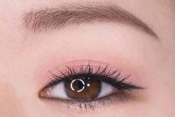 淡妆眼影选什么颜色 淡妆选什么眼影好看